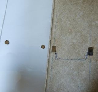 Plexiglasabdeckung an der Decke Ruckzuck mit Magneten befestigt