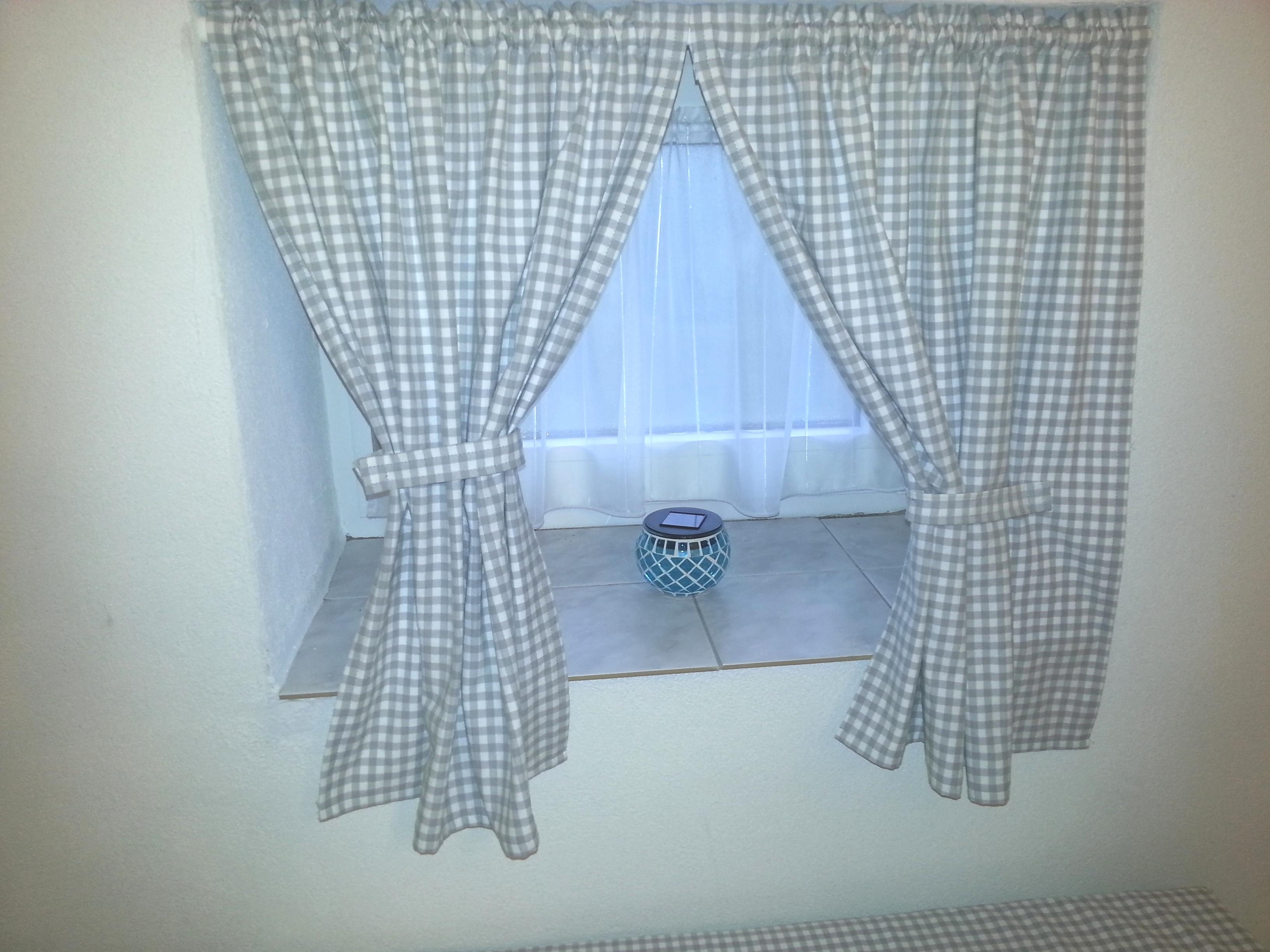 gardinenvorh nge raffen ohne zu bohren oder zu kleben magnet blog. Black Bedroom Furniture Sets. Home Design Ideas