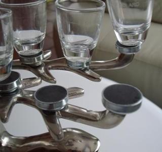 Umbau eines Kerzenständers zum Schnapsglasständer mit Magneten und Metallscheiben