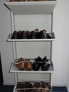 Verwendung von Ösenmagneten in einem Schuhschrank
