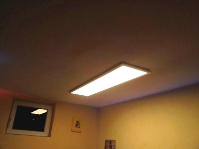 Großartig LED-Panel mit Magnet-Flachgreifern sicher an der Decke befestigt TI29
