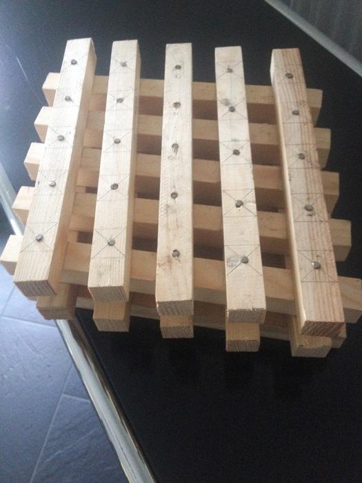 Modellbau eines magnetischen Kreuzholzstapels mit Supermagneten