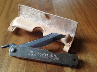 Verschluss eines Messer-Etuis mit kleinen aber super starken Magneten