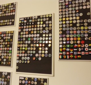 Ordentliche Kronkorkensammlung mittels Magnetfarbe und kleinen Magneten!