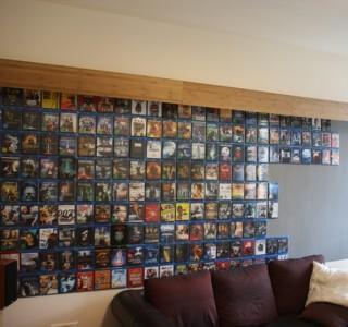 Blu-Ray Cover magnetisch an einer Wand präsentiert