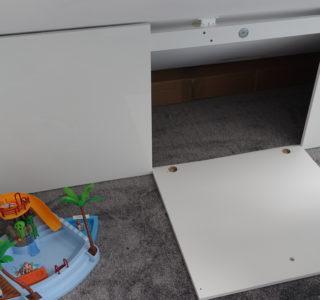 Dachschrägenschrank mit Magnet-Türhalterung