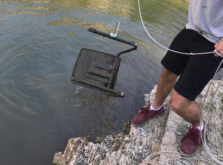 Fund eines Stuhls beim Magnetfischen