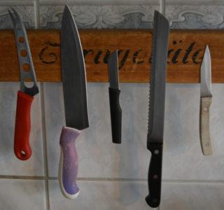 Messerleiste aus Turnbank Nahaufnahme