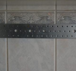 Wandhalterung für Messerleiste aus Turnbank
