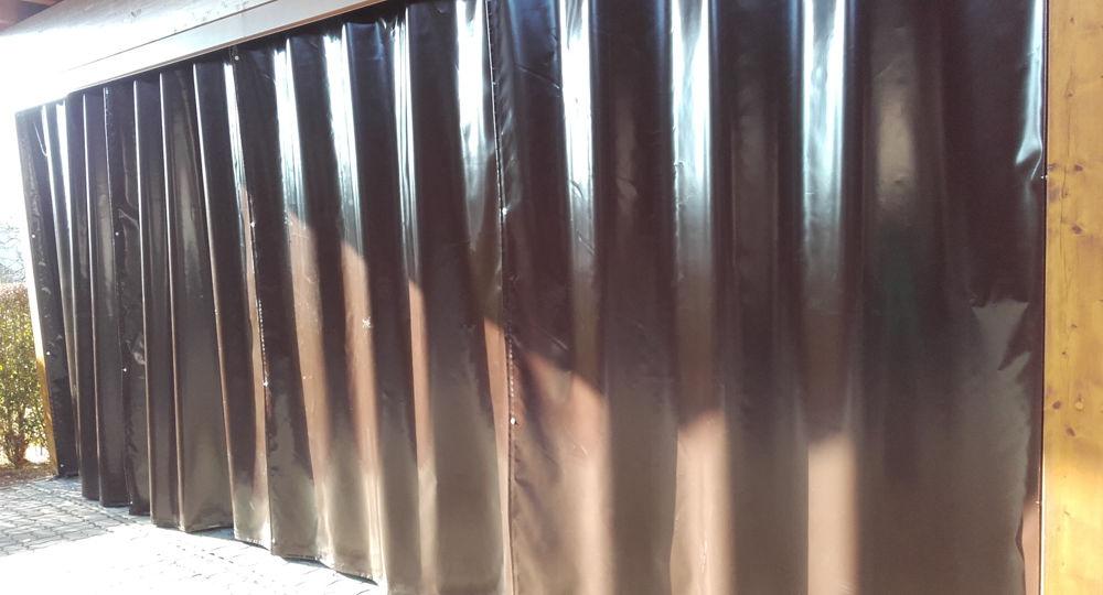 Schiebetor aus PVC-Gewebe