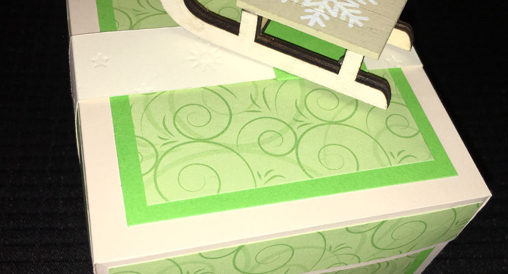 Grüne Foto-Explosionsbox mit Schlitten