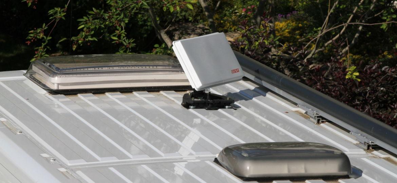 Satelliten-Antenne auf Wohnmobil-Dach