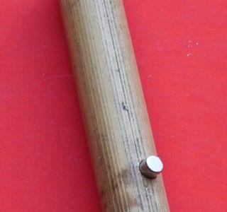 Eingesetzter Magnet in Bambus Stab