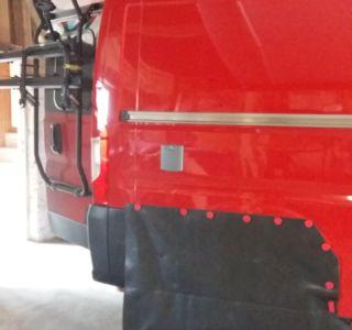 Rote Magnete für Bodenschutz aussen