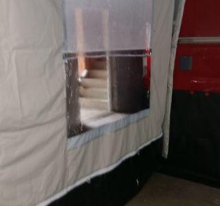 Seitenmarkisen und Bodenschutz am Wohnmobil