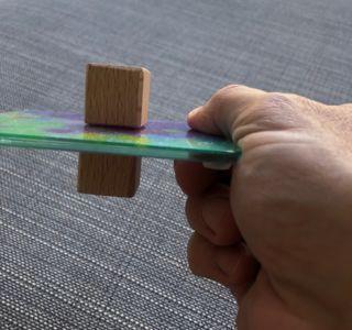 Magnetische Haftung an einer Scheibe