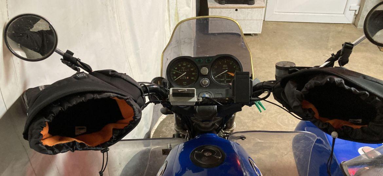 Befestigung von Lenkerstulpen am Motorrad