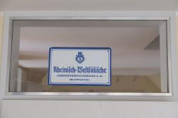 Detailansicht Schild an Oberlicht
