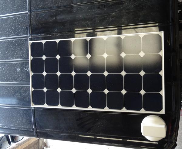 Solarpanel magnetisch am Dach befestigen